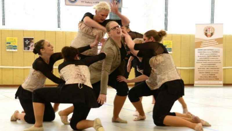 Die Jazz-Modern-Dance Formation vom Tanz-Turnier-Club Harburg im HTB | Foto: ein