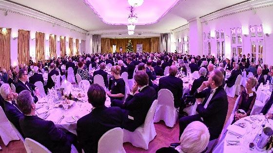 Rund 400 Gäste aus Wirtschaft, Politik, Kultur und Wissenschaft waren beim Herrenabend des Wirtschaftsvereins im Privathotel Lindtner in Heimfeld. | Foto: Niels Kreller