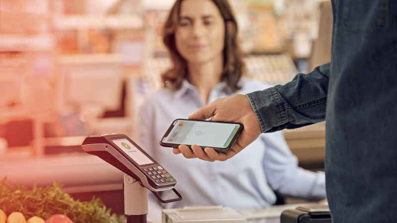 "iPhone-Zahlung im Supermarkt dank Apple Pay. | Foto: ""S-Payment"""